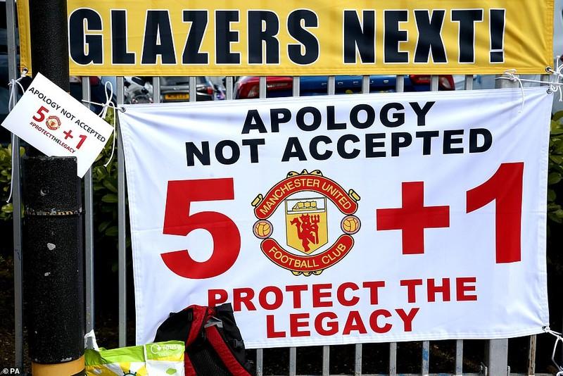 Hoãn trận đấu MU-Liverpool do CĐV bạo động tại Old Trafford - ảnh 1