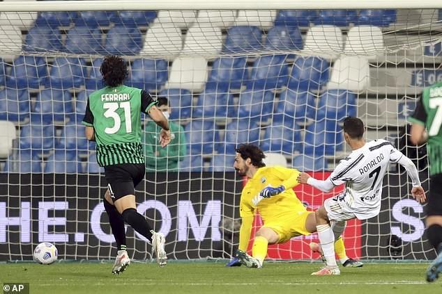 Ronaldo ghi bàn thứ 100, Juventus áp sát Top 4 - ảnh 3