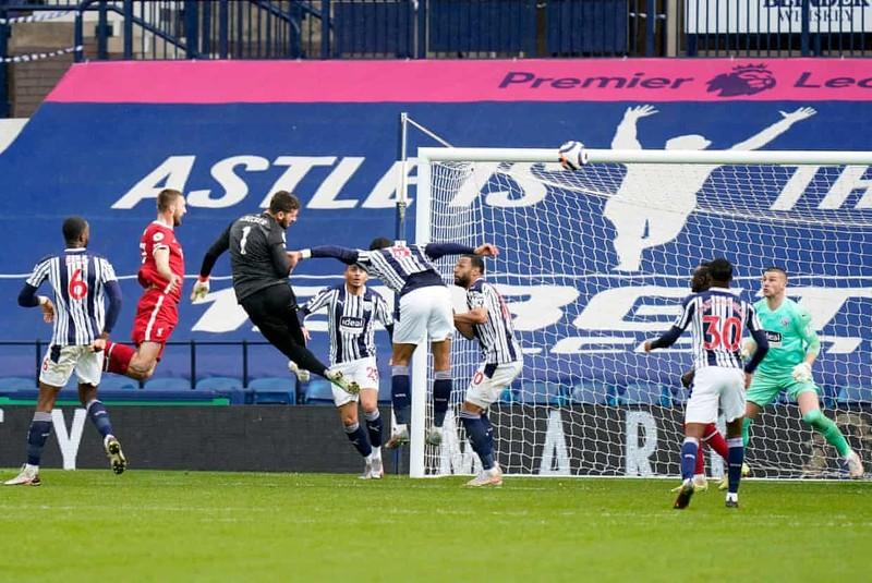 Thủ môn Alisson ghi bàn không tưởng phút bù giờ cứu Liverpool - ảnh 6