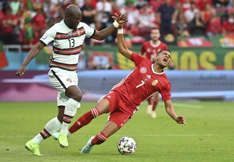 Bồ Đào Nha hạ Hungary kịch tính, Ronaldo đi vào lịch sử Euro - ảnh 3