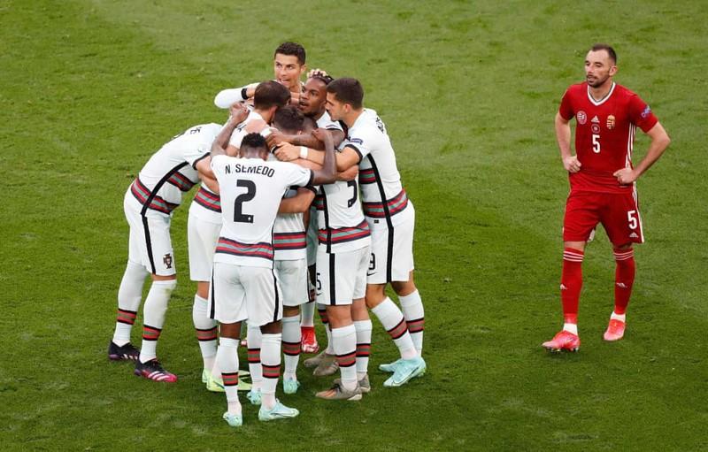 Bồ Đào Nha hạ Hungary kịch tính, Ronaldo đi vào lịch sử Euro - ảnh 4