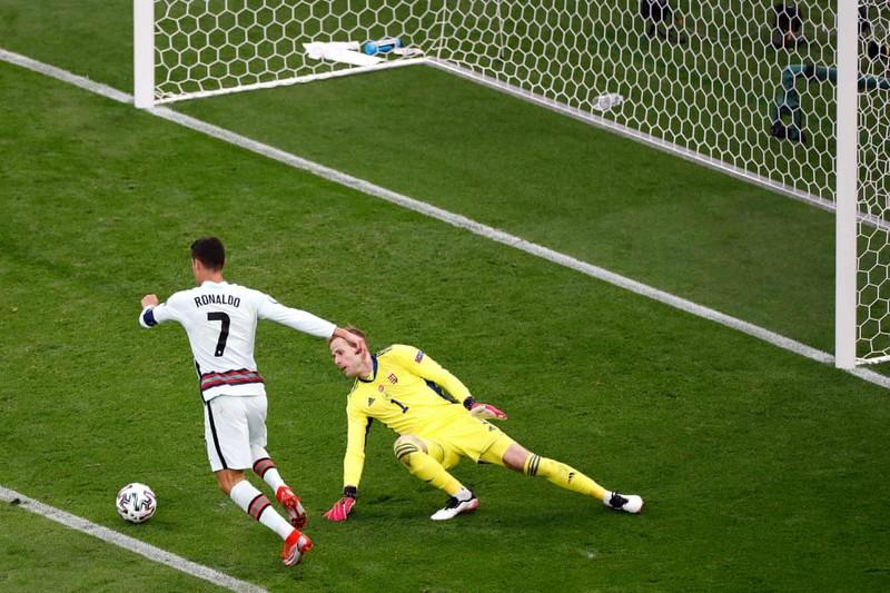 Bồ Đào Nha hạ Hungary kịch tính, Ronaldo đi vào lịch sử Euro - ảnh 6