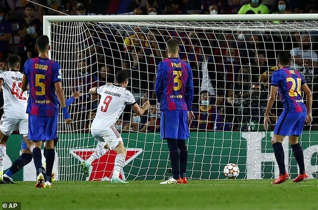 Lewandowski lập cú đúp, Bayern Munich hạ Barcelona trên sân Nou Camp - ảnh 3