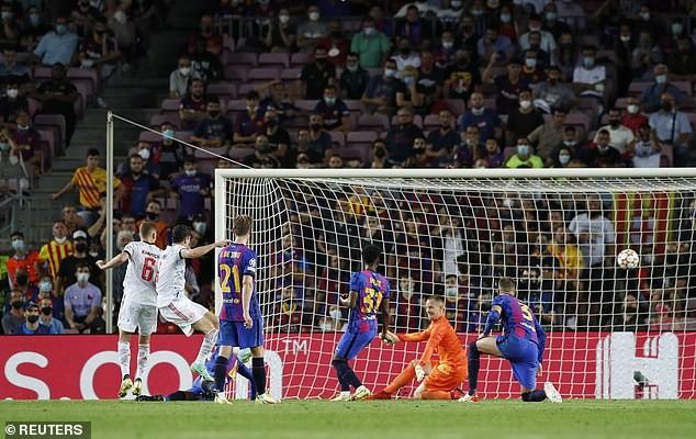 Lewandowski lập cú đúp, Bayern Munich hạ Barcelona trên sân Nou Camp - ảnh 4