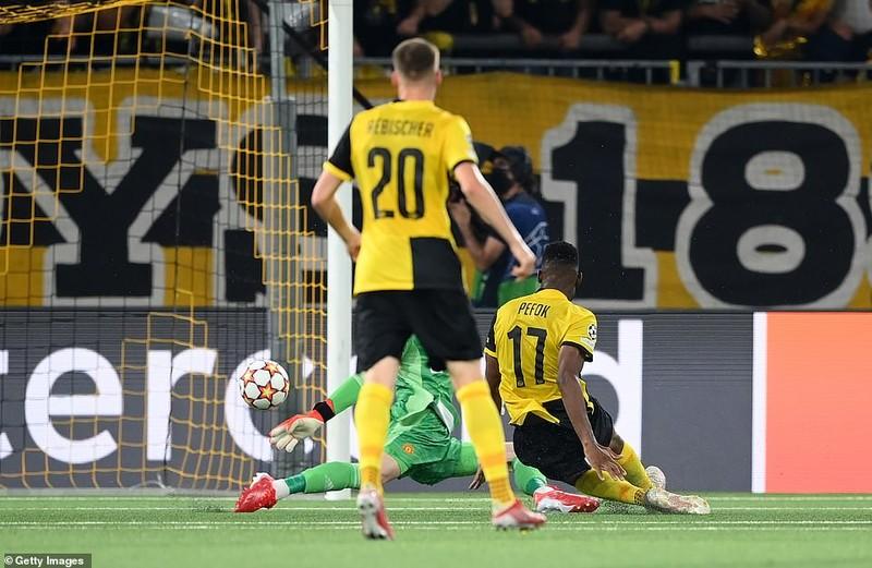 Ronaldo ghi bàn, Lingard hóa tội đồ khiến MU thua sốc Young Boys - ảnh 5