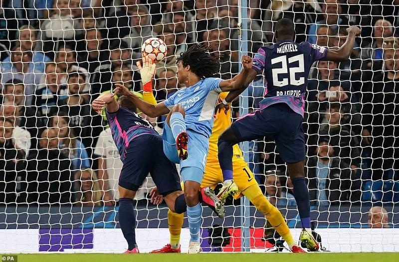 Messi bỏ lỡ nhiều cơ hội, Man. City rượt đuổi tỷ số tại Etihad - ảnh 4