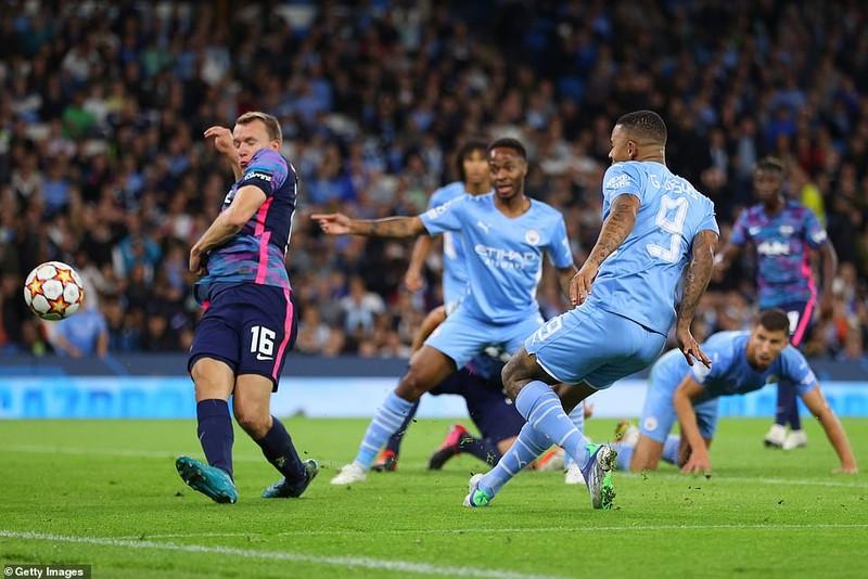Messi bỏ lỡ nhiều cơ hội, Man. City rượt đuổi tỷ số tại Etihad - ảnh 8