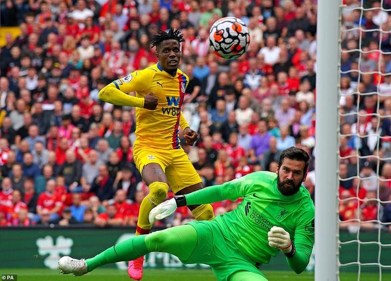 Liverpool lên đầu bảng, Arsenal thắng trận thứ hai nhờ siêu phẩm đá phạt - ảnh 1