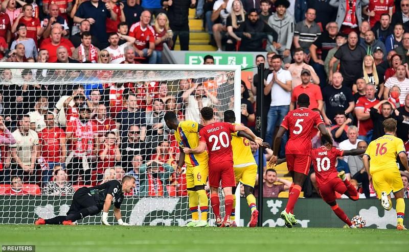 Liverpool lên đầu bảng, Arsenal thắng trận thứ hai nhờ siêu phẩm đá phạt - ảnh 3