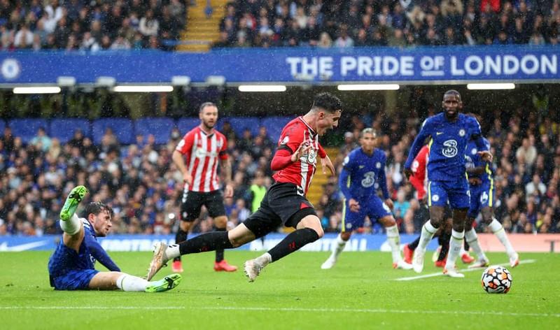 Hai lần bị từ chối bàn thắng, Chelsea thắng kịch tính lên ngôi đầu bảng - ảnh 4