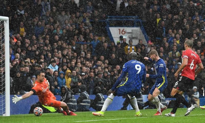 Hai lần bị từ chối bàn thắng, Chelsea thắng kịch tính lên ngôi đầu bảng - ảnh 7