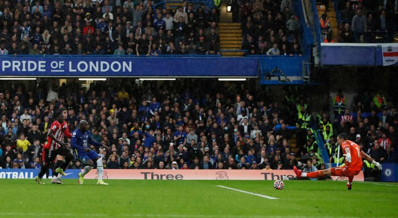Hai lần bị từ chối bàn thắng, Chelsea thắng kịch tính lên ngôi đầu bảng - ảnh 3