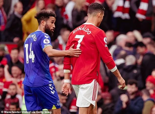 Sao Everton kể chuyện đổi áo với Ronaldo, huyền thoại MU bênh vực Solskjaer - ảnh 2