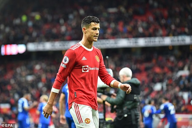 Sao Everton kể chuyện đổi áo với Ronaldo, huyền thoại MU bênh vực Solskjaer - ảnh 3
