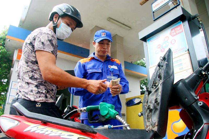 Giá xăng dầu đồng loạt tăng vì thuế nhập khẩu - ảnh 1
