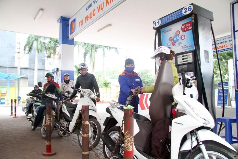 Giá xăng dầu tăng từ 19h hôm nay. Ảnh: PHI HÙNG