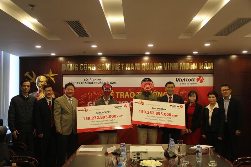 Trao giải Vietlott cho 2 người ở Thái Bình và Bến Tre - ảnh 1