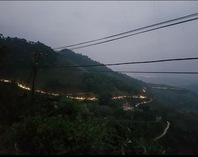 Thực hư chuyện xe tải xếp hàng dài trên đèo ở Lào Cai - ảnh 1