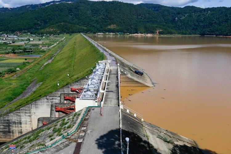 Lâm Đồng: Mưa lớn, hồ Đơn Dương bắt đầu xả nước  - ảnh 1