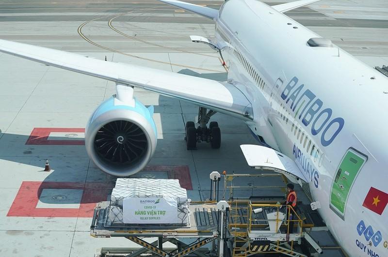 Bamboo Airways chở miễn phí 7 tấn thiết bị y tế từ Mỹ về Việt Nam - ảnh 3