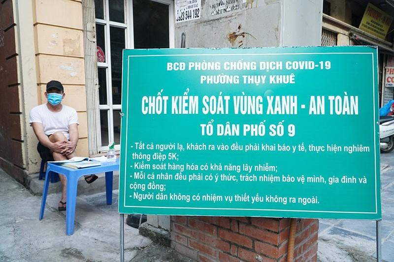 Chùm ảnh: Người Hà Nội vất vả đi lại vì các chốt tự quản bảo vệ vùng xanh  - ảnh 5