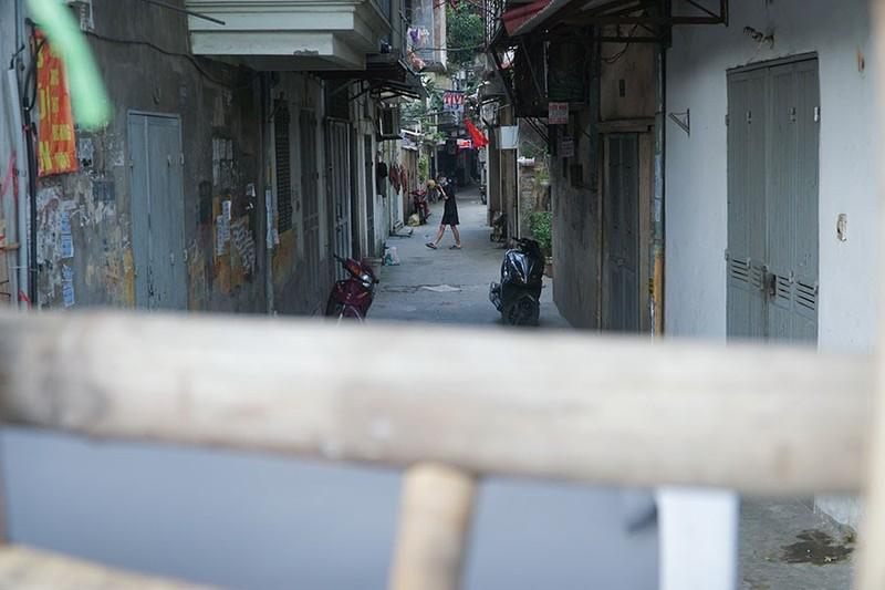 Chùm ảnh: Người Hà Nội vất vả đi lại vì các chốt tự quản bảo vệ vùng xanh  - ảnh 4