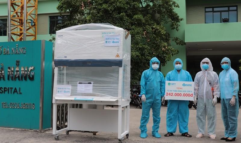 Trao tặng Tủ an toàn sinh học cấp 2 cho bệnh viện Đà Nẵng - ảnh 1