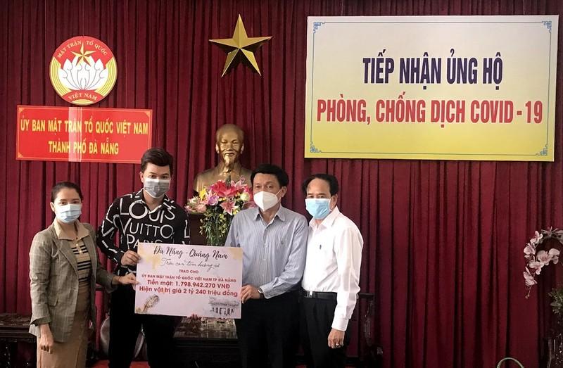 Hoài Linh và các nghệ sĩ góp 4 tỉ đồng cho Đà Nẵng, Quảng Nam  - ảnh 1