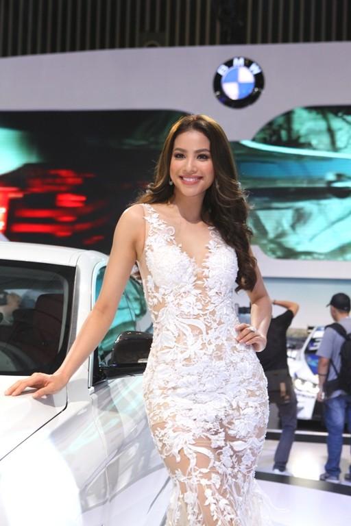BMW đúng là siêu xe, công nghệ và người đẹp  - ảnh 2