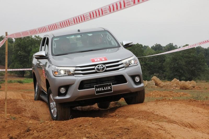 'Chúi đầu, ngửa cổ' cùng Toyota Hilux ở Đồng Mô - ảnh 7