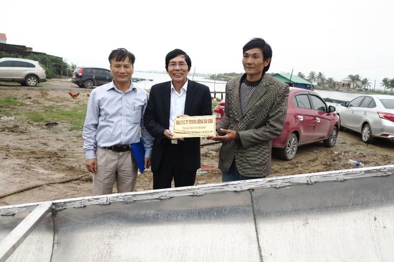 Toyota tặng 3 thuyền cứu hộ cho đồng bào Quảng Bình - ảnh 1