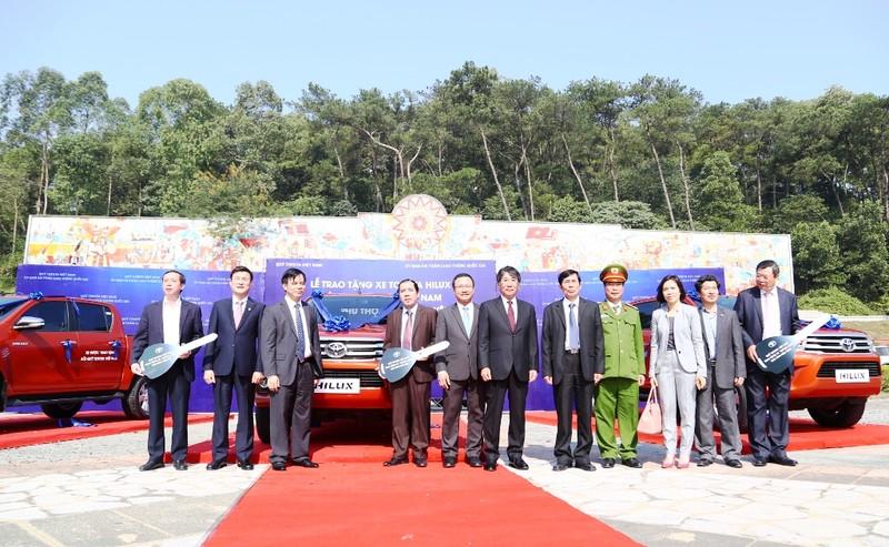 Quỹ Toyota VN tặng xe Hilux cho 3 tỉnh miền núi - ảnh 2