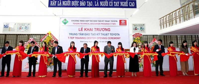Toyota hỗ trợ đào tạo kỹ thuật ô tô cho Vĩnh Long - ảnh 2