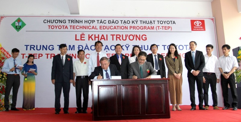 Toyota hỗ trợ đào tạo kỹ thuật ô tô cho Vĩnh Long - ảnh 3