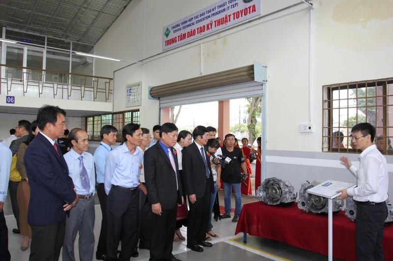 Toyota hỗ trợ đào tạo kỹ thuật ô tô cho Vĩnh Long - ảnh 4