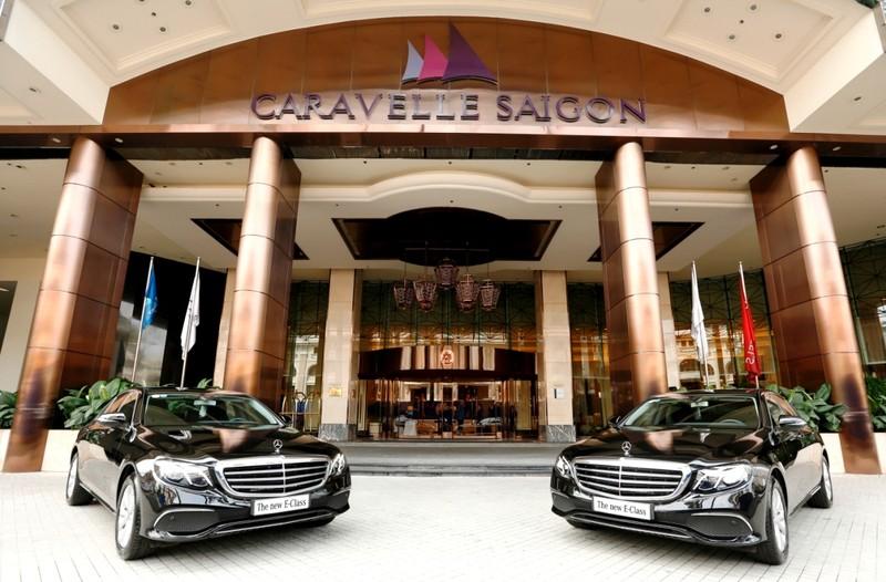 Mercedes-Benz bàn giao bộ đôi E 200 cho Hotel Caravelle - ảnh 3