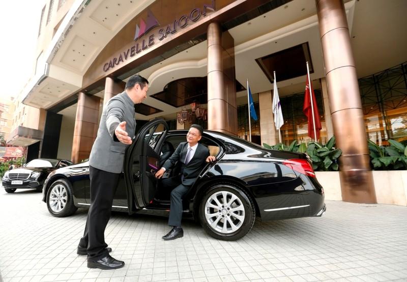 Mercedes-Benz bàn giao bộ đôi E 200 cho Hotel Caravelle - ảnh 4