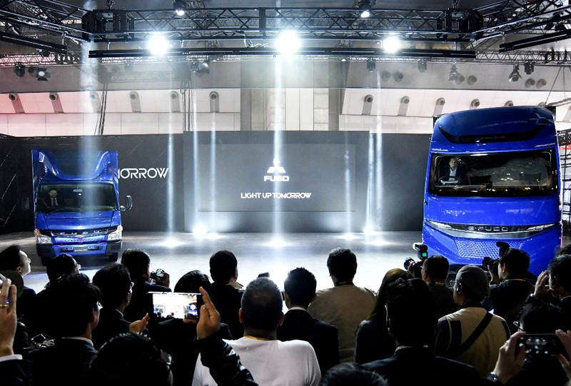 FUSO ra mắt xe tải, xe khách điện E-FUSO - ảnh 1