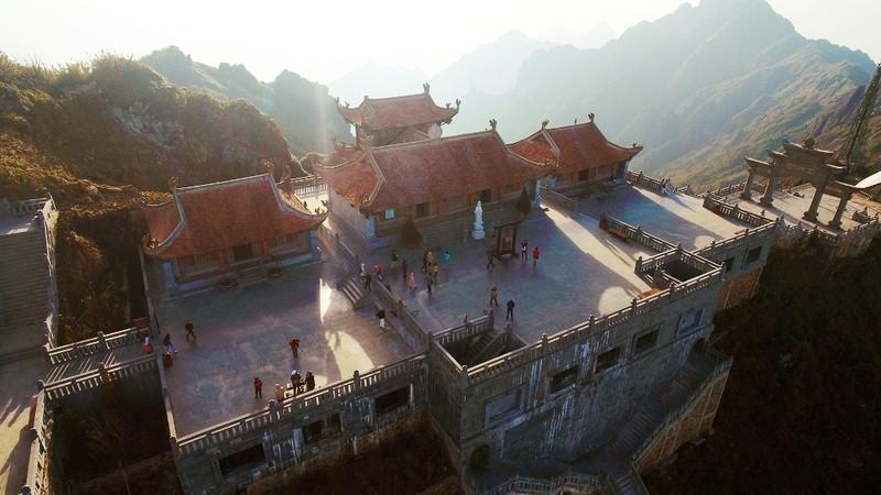 'Lạc bước' trước hình ảnh tâm linh trên đỉnh Fansipan - ảnh 3