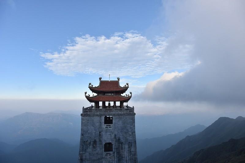 'Lạc bước' trước hình ảnh tâm linh trên đỉnh Fansipan - ảnh 4