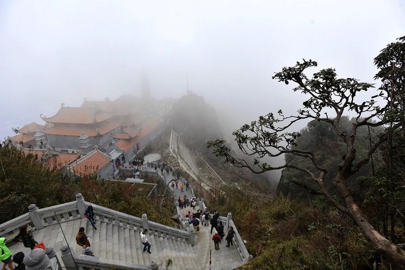 'Lạc bước' trước hình ảnh tâm linh trên đỉnh Fansipan - ảnh 5