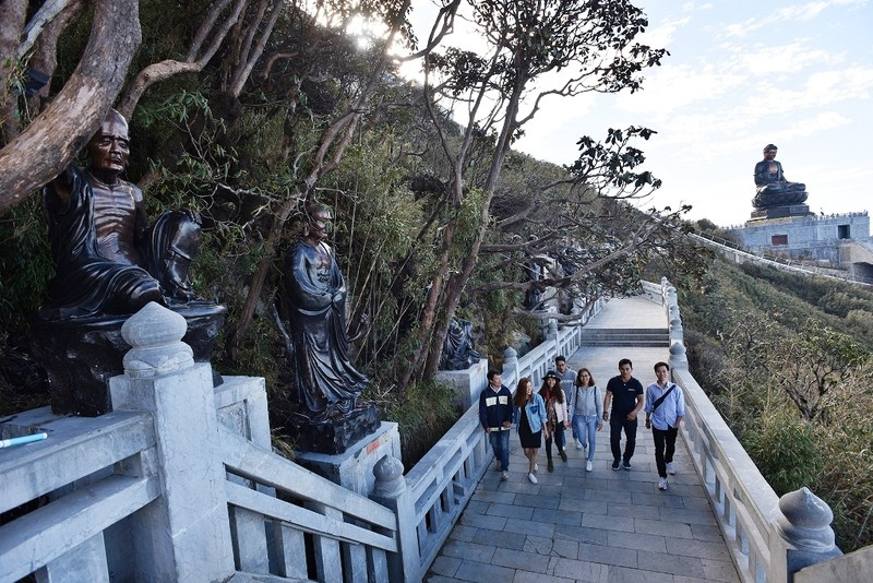 'Lạc bước' trước hình ảnh tâm linh trên đỉnh Fansipan - ảnh 7