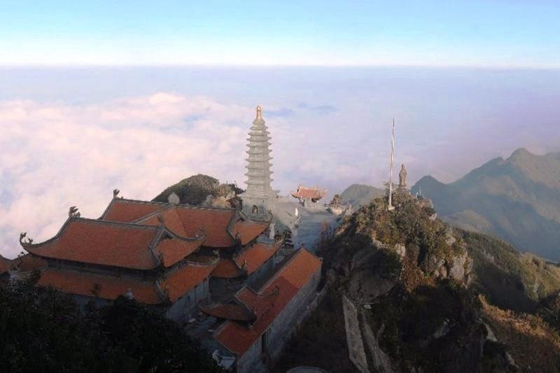 'Lạc bước' trước hình ảnh tâm linh trên đỉnh Fansipan - ảnh 8