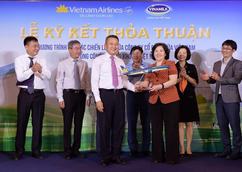 Vietnam Airlines và Vinamilk ký hợp tác chiến lược - ảnh 2