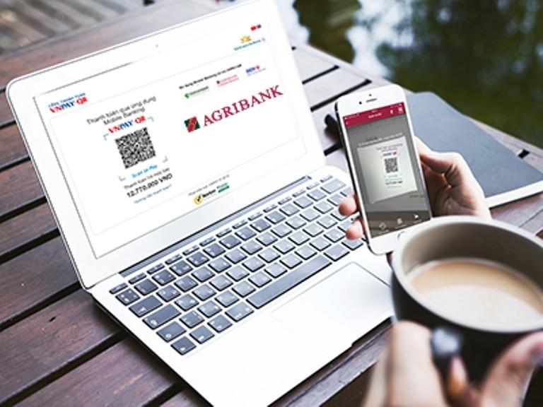 Mua vé Vietnam Airlines qua E-Mobile Banking, nhận ưu đãi - ảnh 1