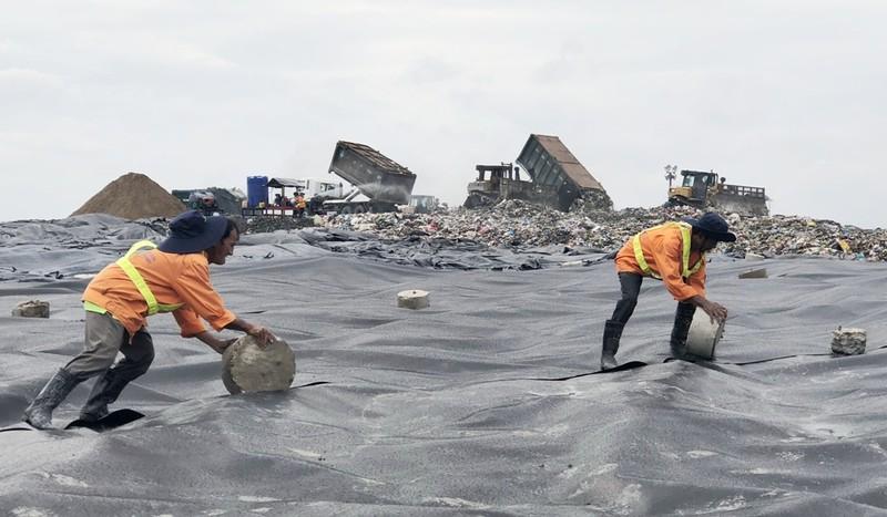 Buồn vui của người công nhân trên đỉnh rác Đa Phước - ảnh 1