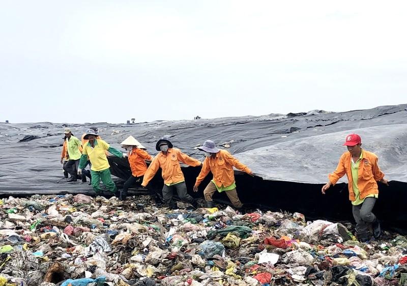 Buồn vui của người công nhân trên đỉnh rác Đa Phước - ảnh 5