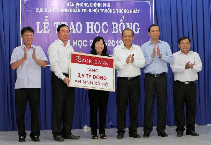 Agribank trao 3,5 tỉ đồng an sinh xã hội cho Tây Ninh - ảnh 1
