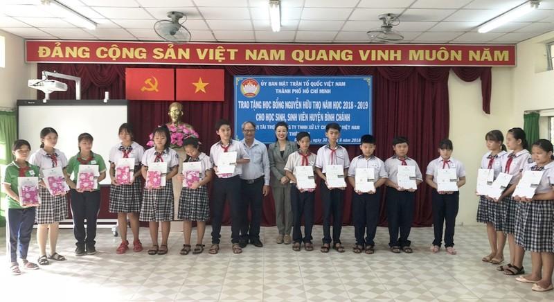 Trao học bổng cho 150 HS-SV nghèo, học giỏi Bình Chánh - ảnh 3