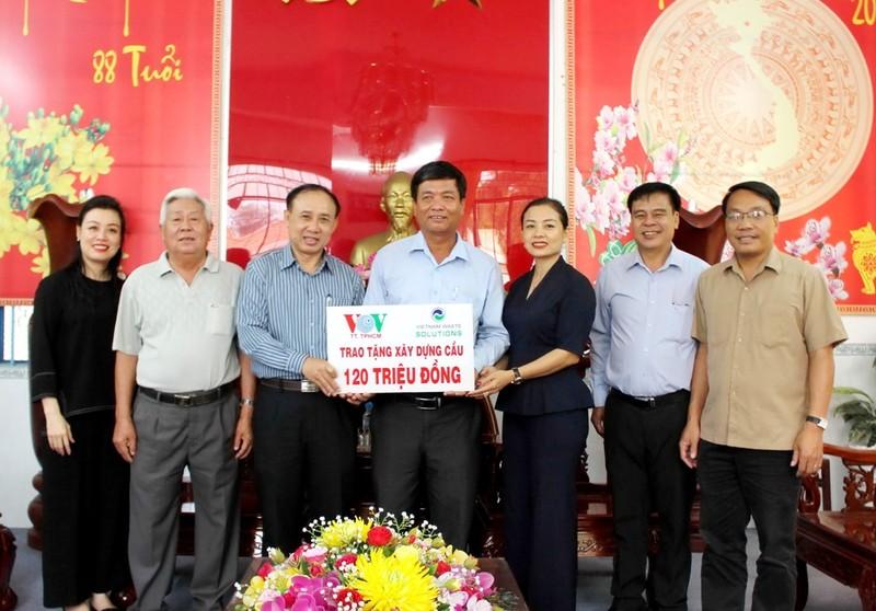 VWS ủng hộ 120 triệu đồng xây cầu nông thôn ở Long An - ảnh 1